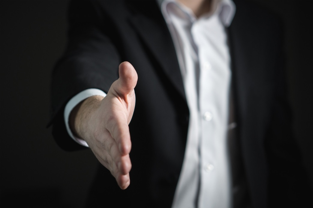 10 Keys That a Young Entrepreneur Must Known to Survive in the Corporate World shaking hands